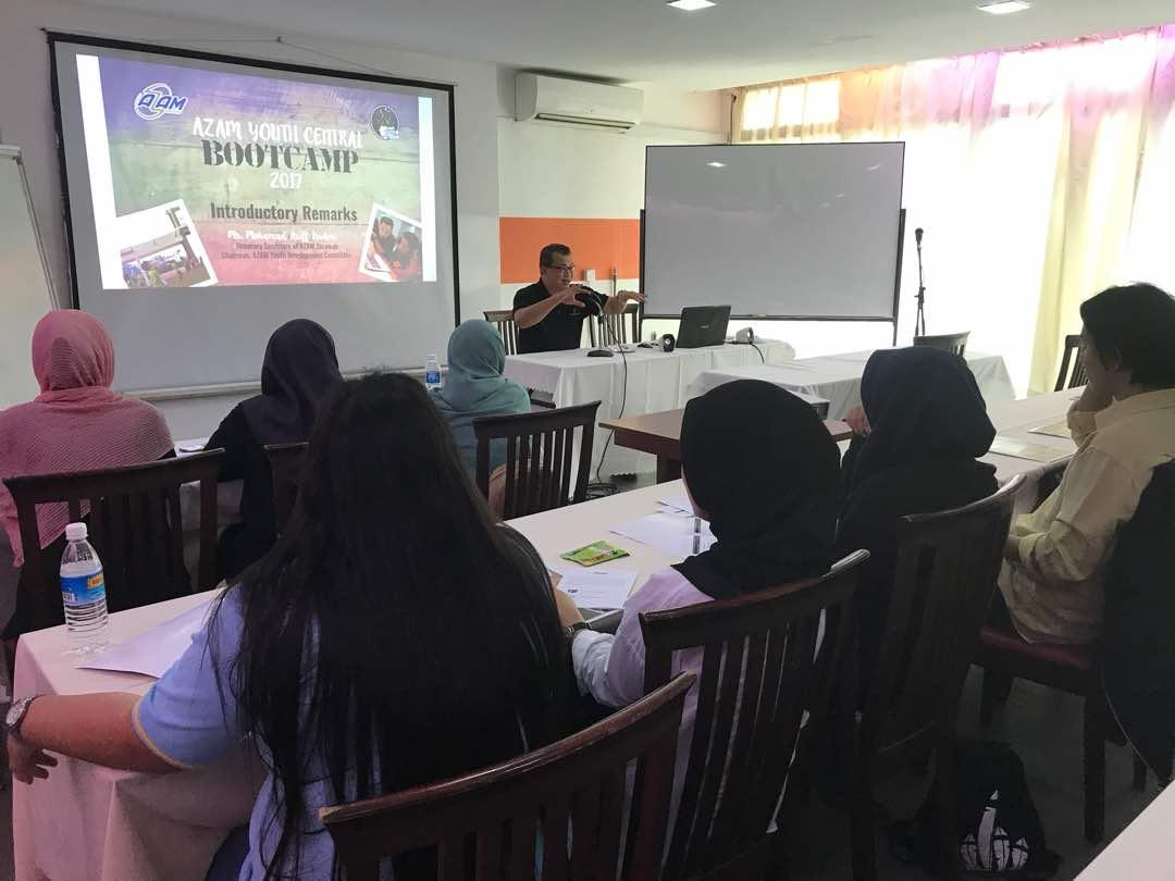 Taklimat Sesi Suai Kenal yang dikendalikan oleh Encik Ariff Irwani Encik Ariff Irwani, Setiausaha Kehormat AZAM Sarawak kepada peserta.
