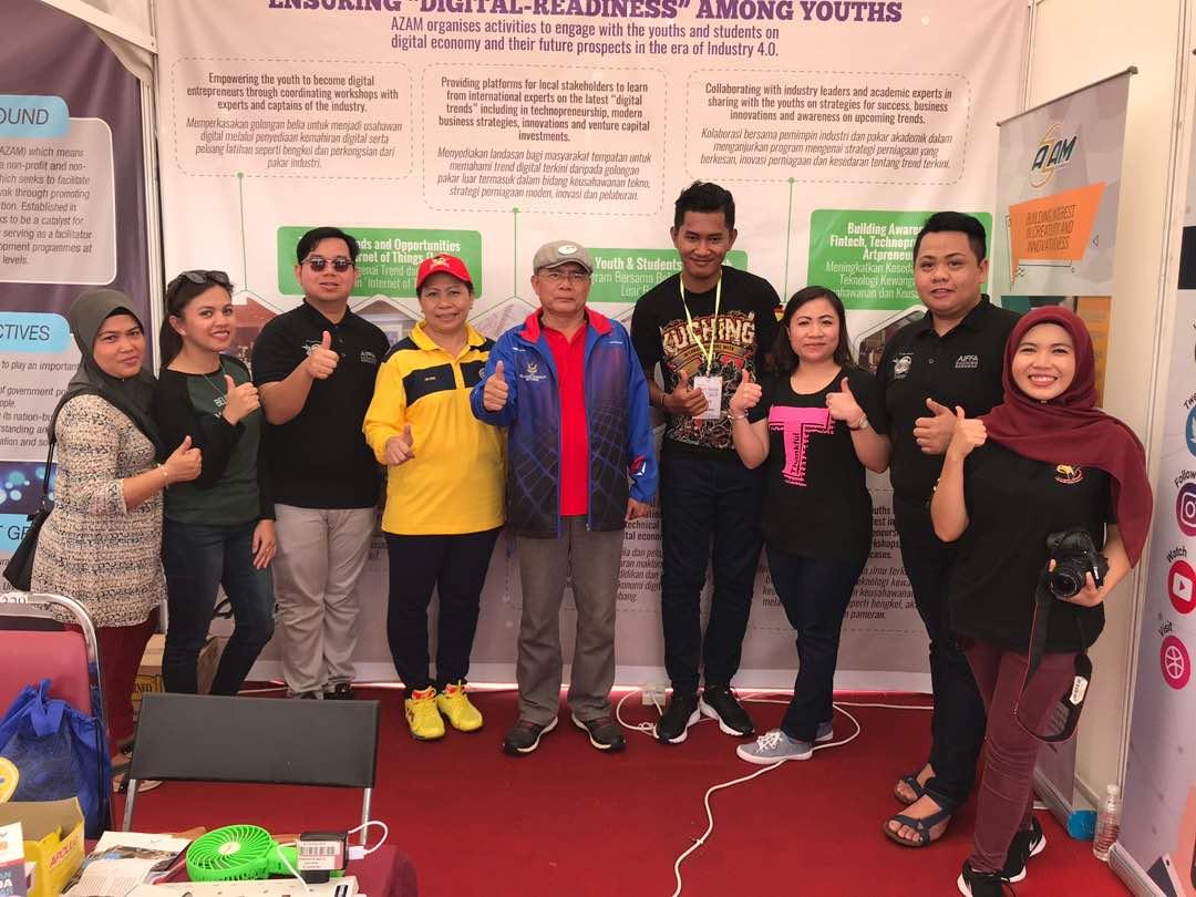 Lawatan Tuan Friday Anak Belik, Residen bahagian Betong serta Isteri Puan Ani Isek ke Booth Pameran AZAM Sarawak.