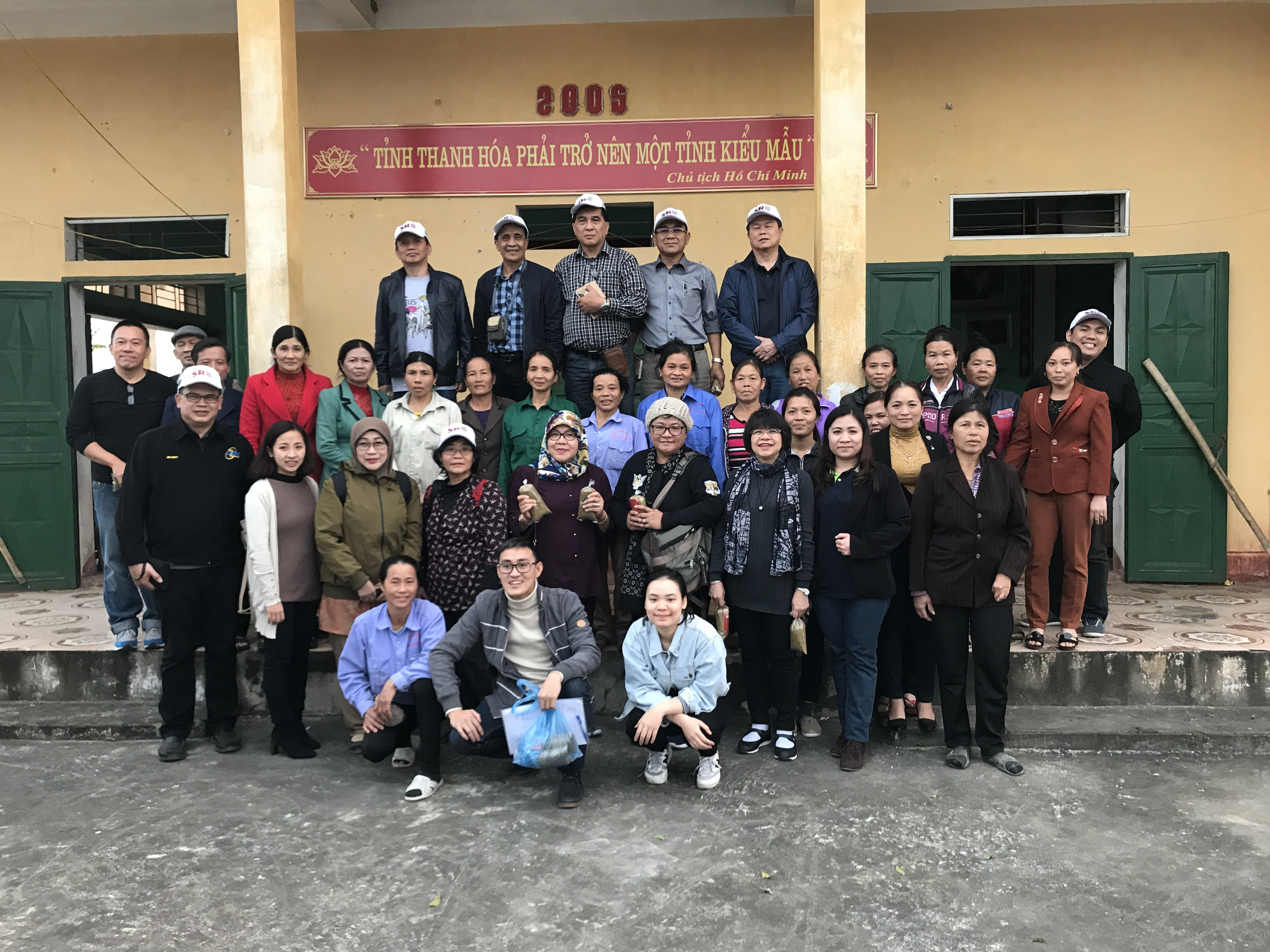 All smiles after a sharing session with SRD representatives and women of the Ninh Hai commune.