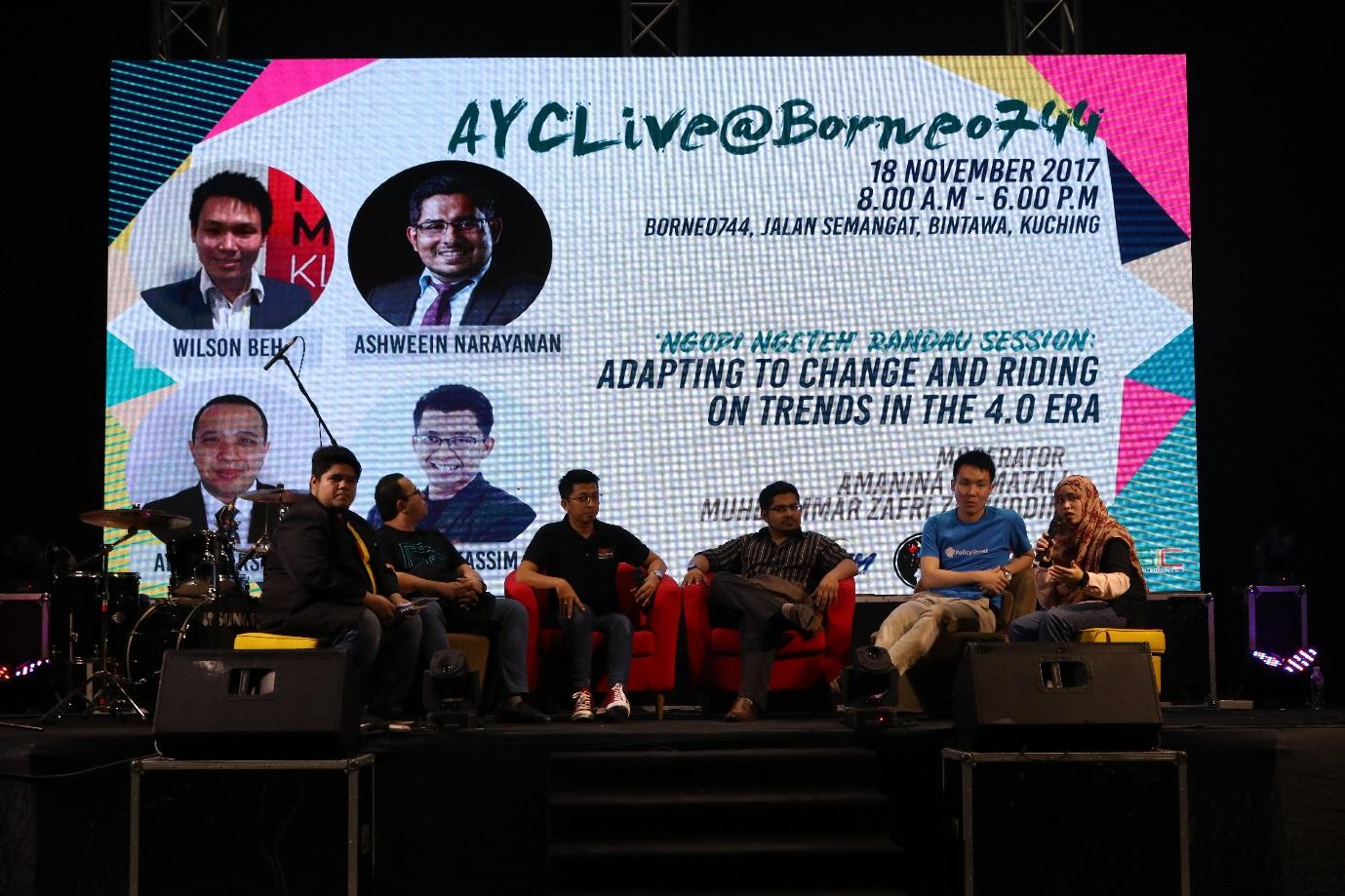 """Sesi """"Ngopi Ngeteh"""" membicarakan tentang potensi ekonomi digital untuk membangunkan masa depan belia Sarawak."""