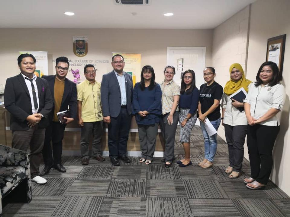 "AZAM led by its DCEO Rosalind Yang Misieng made a courtesy visit to iCATS West Campus on 7 August 2018 in the runup to its ""Creating Life on Campus"" events in September. iCATS CEO Mohamad Isham bin Fauzi (4th left) led the i-CATS team in the discussion on its activities."