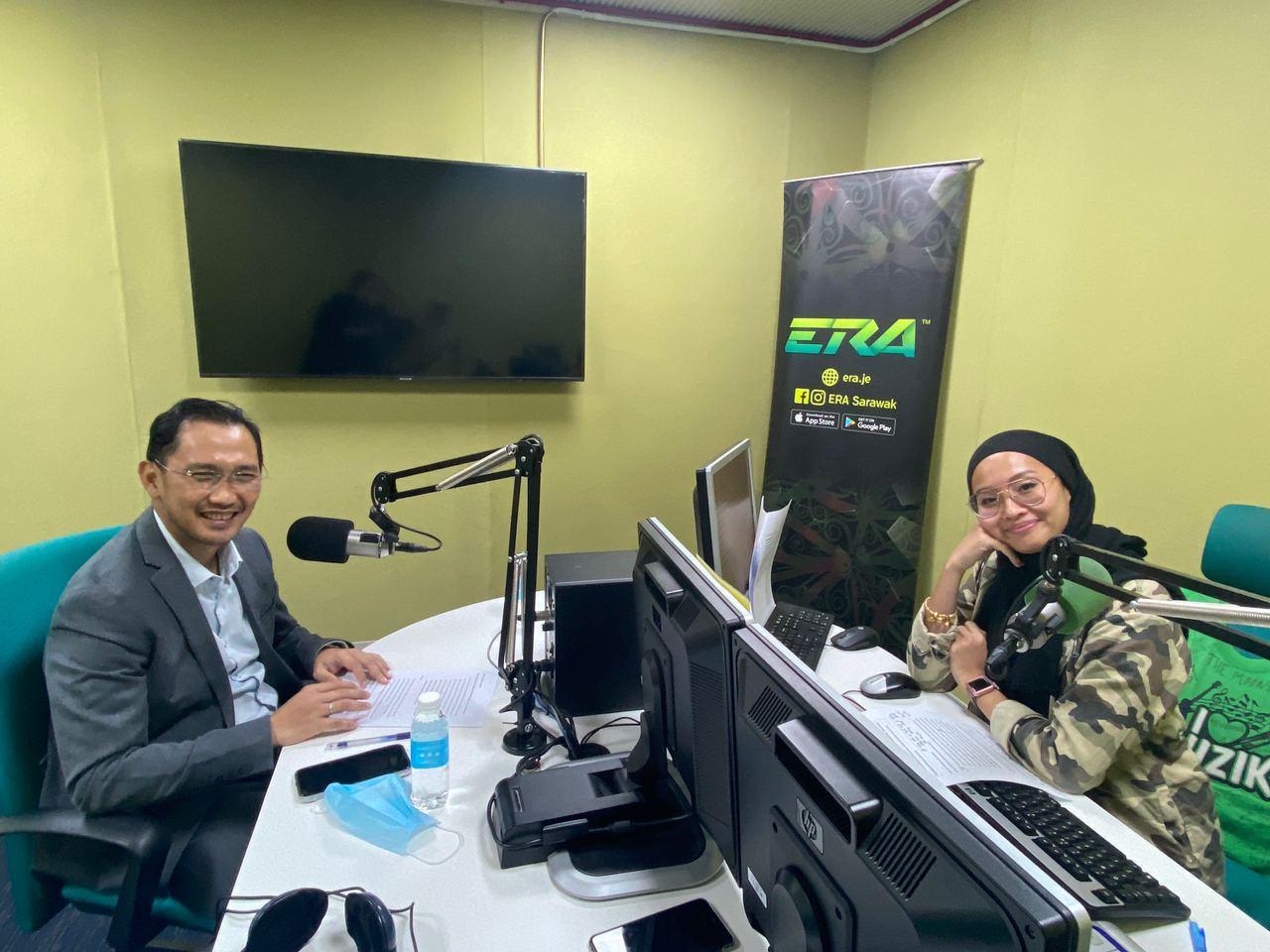KONGSI MAKLUMAT: Zaidi ketika ditemu bual di konti ASTRO Radio (ERA) bersama juruhebah Elya.