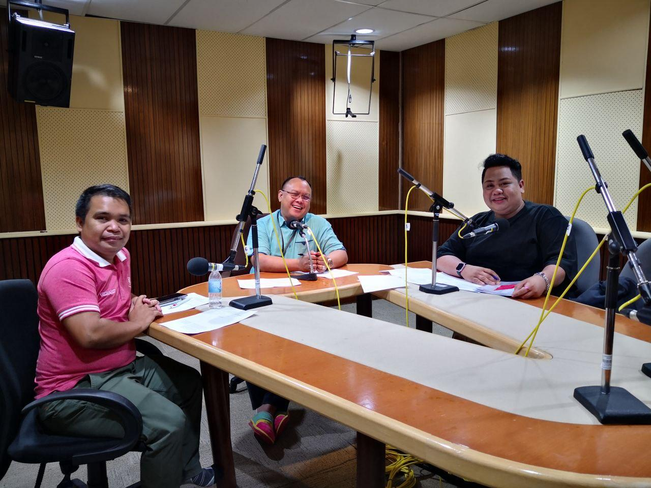(From left) Agropreneur Heineken Laluan and founder of Timogah.com with Sarawak FM deejay Azman Johari and Hassnal Hakim Junaidi (AZAM Sarawak Communication Officer) during a recent Sembang Digital Normal Baru radio programme organised by SMA and AZAM Sarawak on e-commerce.